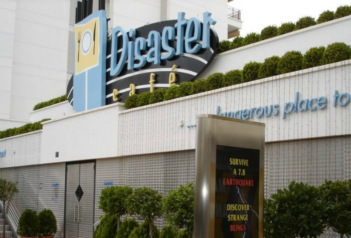 Ресторан в Испании, где сильно трясет.