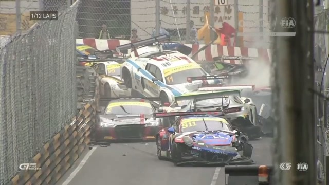 Крупная авария на отборочном чемпионате FIA GT World Cup 2017