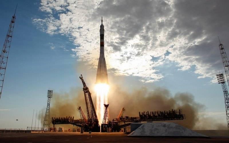 """Ракета-носитель """"Союз-ФГ"""" успешно вывела корабль с экипажем на орбиту"""