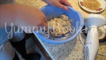 Творожные конфеты с печеньем и грецкими орехами - шаг 4
