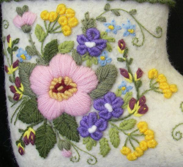Объемная вышивка шерстью на трикотаже