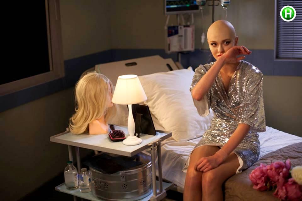 Украинцы возмущены гламурной фотосессией моделей, прикинувшихся больными раком