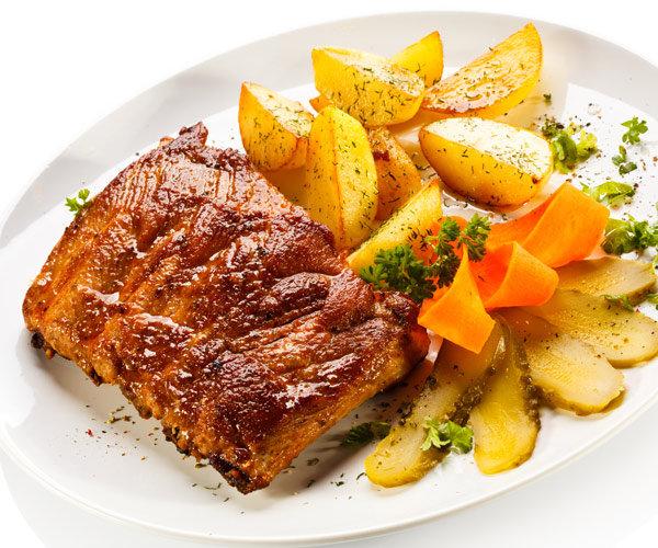 Звездный рецепт: свиные ребрышки с картофелем по-деревенски от Гарика Харламова