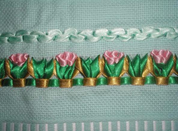 Вышивка лентами на салфетках, полотенцах, скатертях