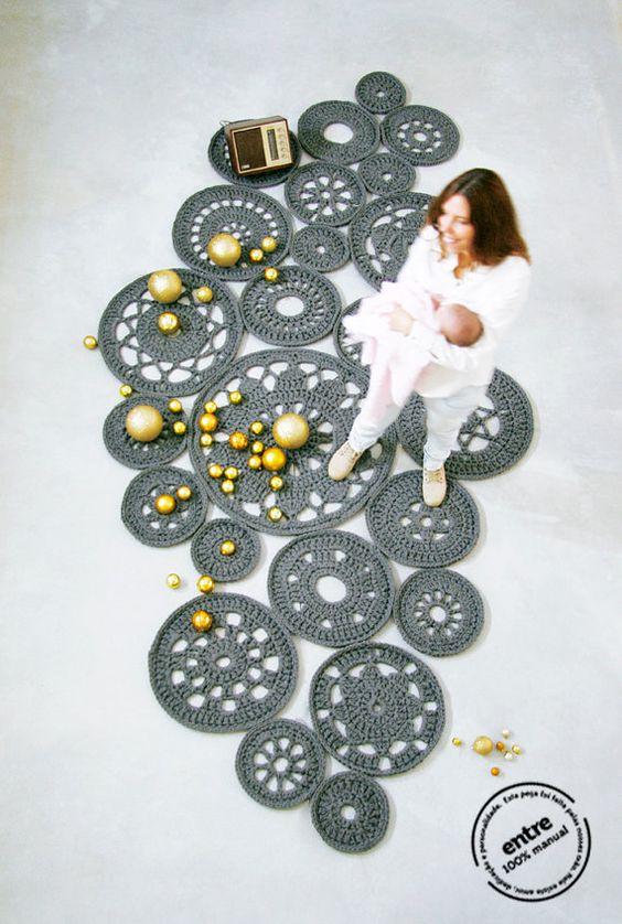 grand tapis fait main crochet modulaire collection par ENTREDESIGN