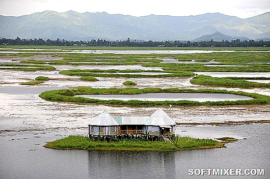 800px-A_home_on_Loktak_Lake_Moirang_Manipur_India