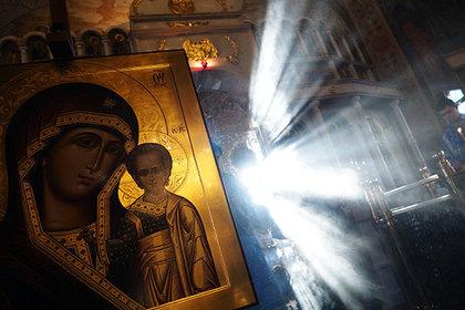 Вы целуете иконы и мощи святых?