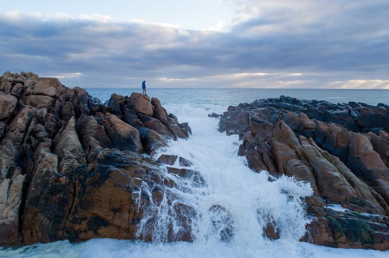 Зимний водопад прохладен для купания, но по-прежнему красив австралия, где зимой рай, зима, красота, мягкий климат, пейзажи, тепло, фото