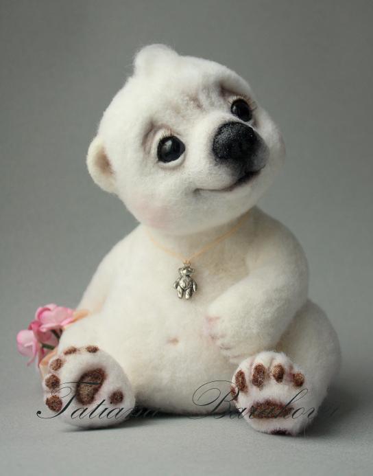 Войлочные игрушки - белый медвежонок. Фото