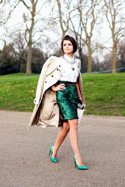 Роскошная зеленая юбка и туфли в тон