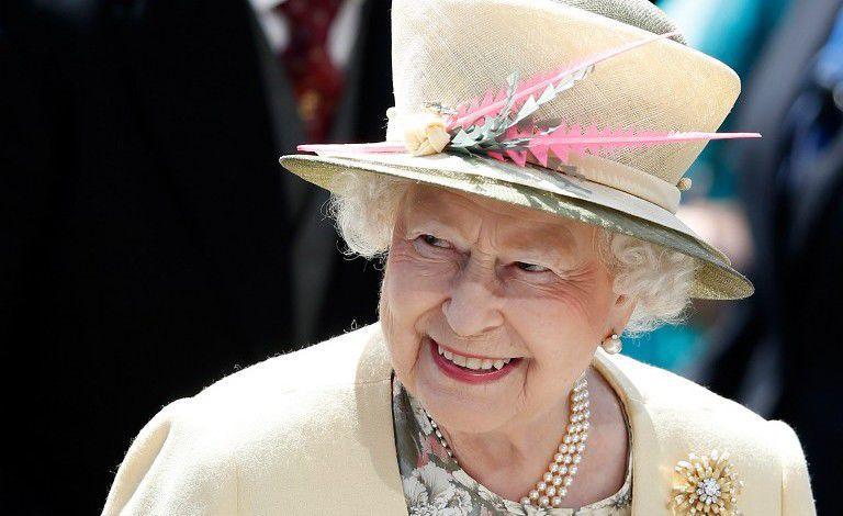 Мода для «зрелых»: вдохновляемся стильными нарядами прекрасных дам