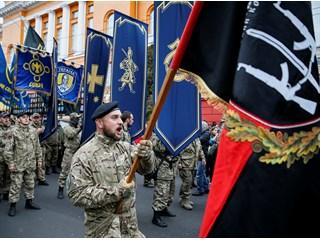 Нацификация Украины: Венгрия бьет, Польша лелеет
