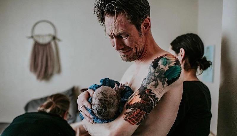 «Я не присматриваю за ребенком — я ращу его»: трогательный инстаграм о том, что папы тоже важны