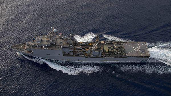 Десантный корабль США взял к…