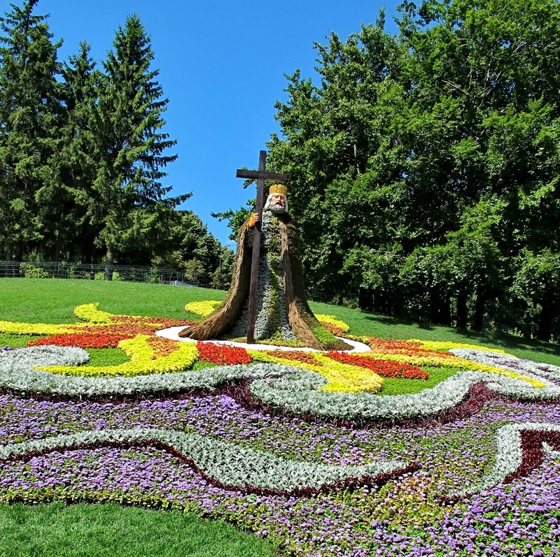 Выставка цветов, посвященная Дню Крещения Киевской Руси