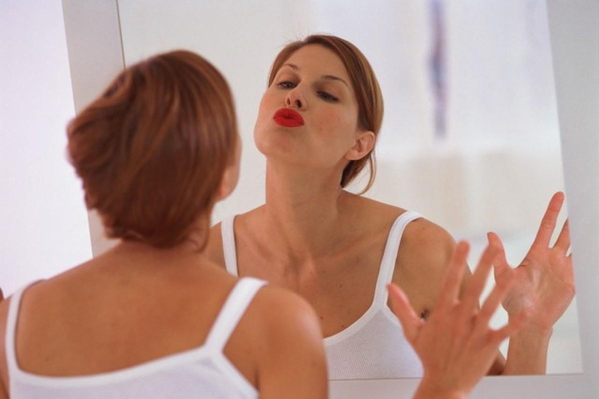 Почему женщине в 50 нужно полюбить и принять себя. Как это сделать