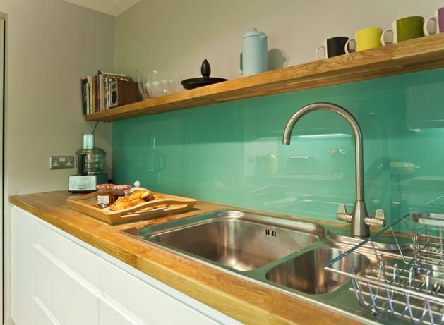 Кухня в цветах: светло-серый, темно-зеленый, салатовый, бежевый. Кухня в стилях: скандинавский стиль.