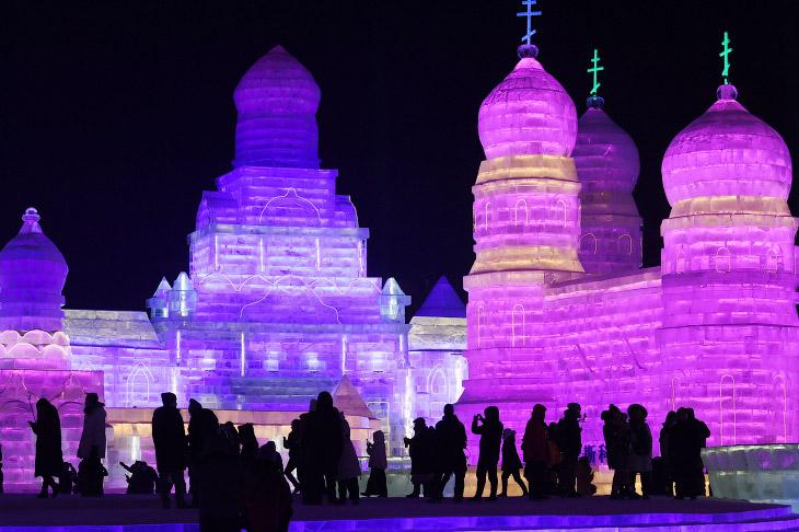 Зимняя сказка в реальности: 22 великолепных фото с фестиваля льда и снега в Китае