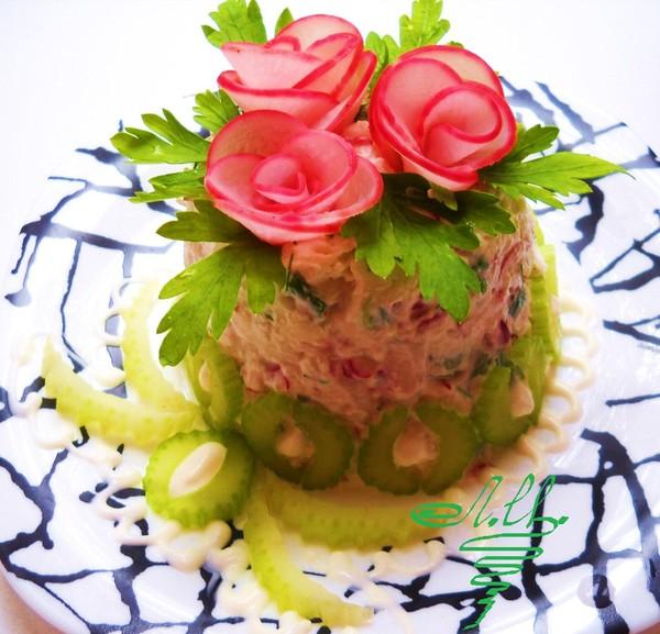 Салат с творогом.