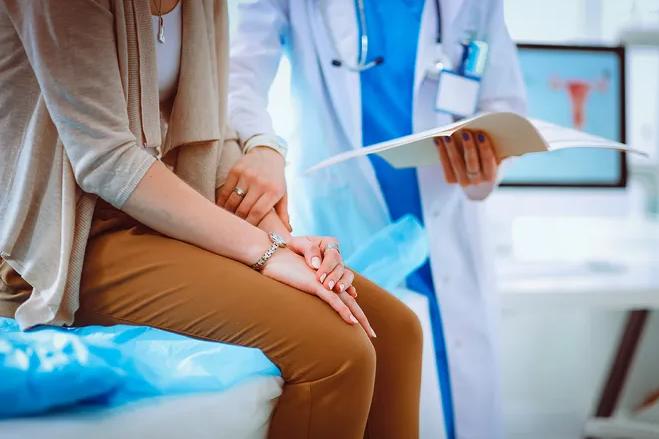 9 болезней, которыми женщины болеют чаще мужчин