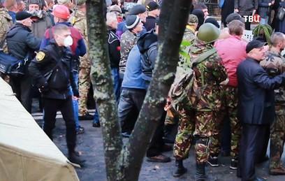У стен Рады увеличилось число митингующих