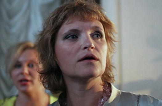 Дуня Смирнова хочет снять кино — реабилитацию 90х и Чубайса
