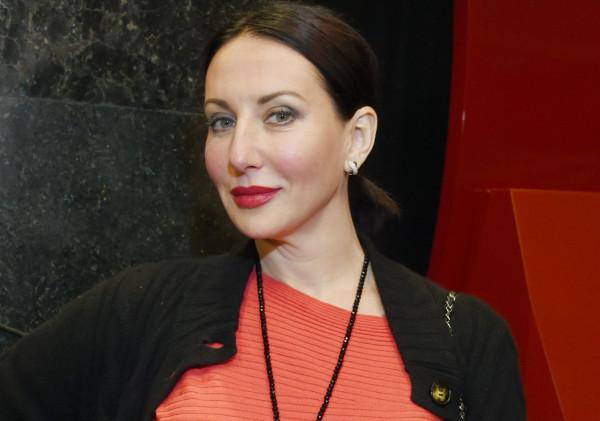 На Алику Смехову подал в суд…
