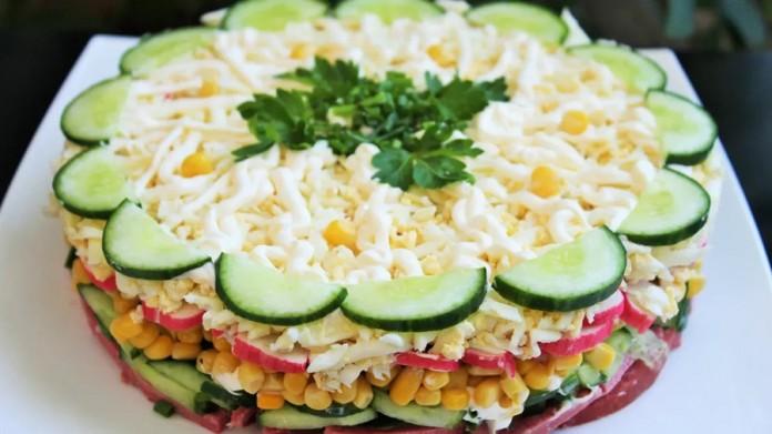 Обалденно вкусный слоеный салат «Новинка». Должен каждый попробовать!
