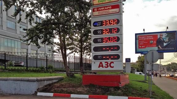 Цена бензина Аи-95 превысила 35 рублей за литр