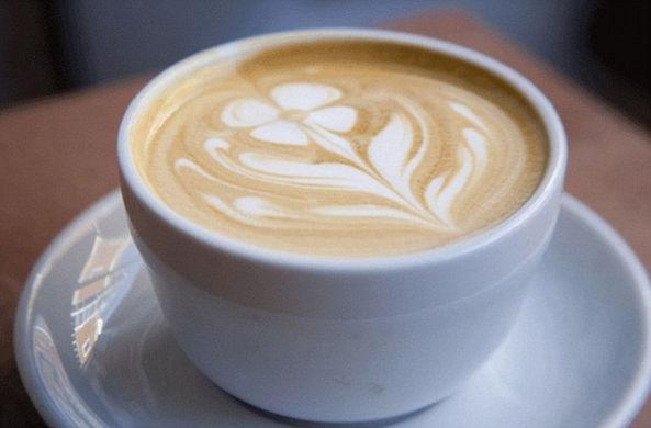Если пить две чашки кофе в день, можно получить проблемы со сном годы спустя