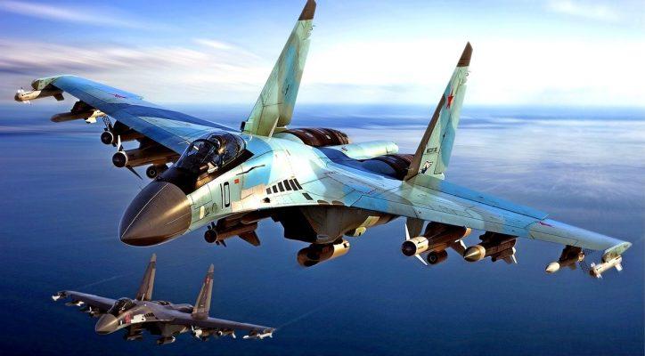 Военный эксперт о маневренности Су-35: F-22 успеет только закрутить «петлю Нестерова»