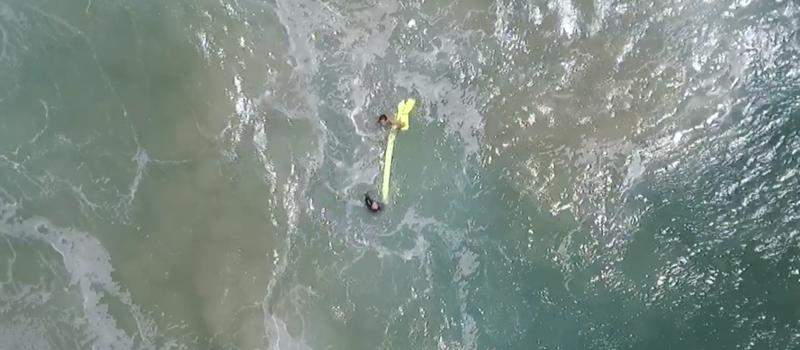 В Австралии впервые спасли тонущих людей благодаря дрону