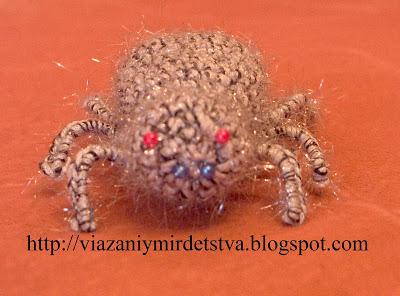 Вязаный паук крючком