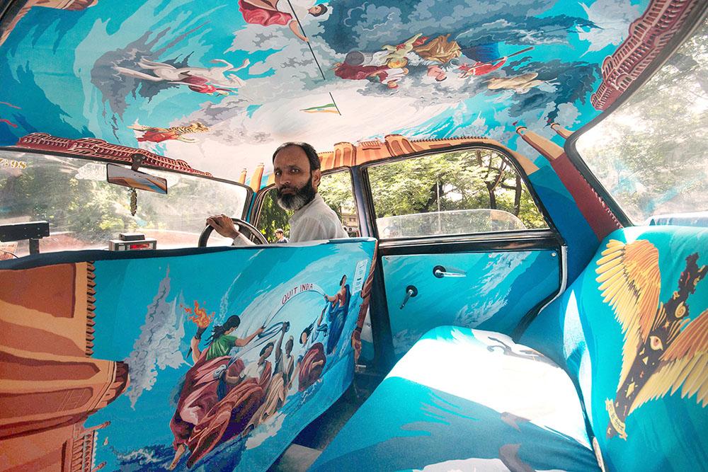 Интерьер кабины такси, как произведение искусства