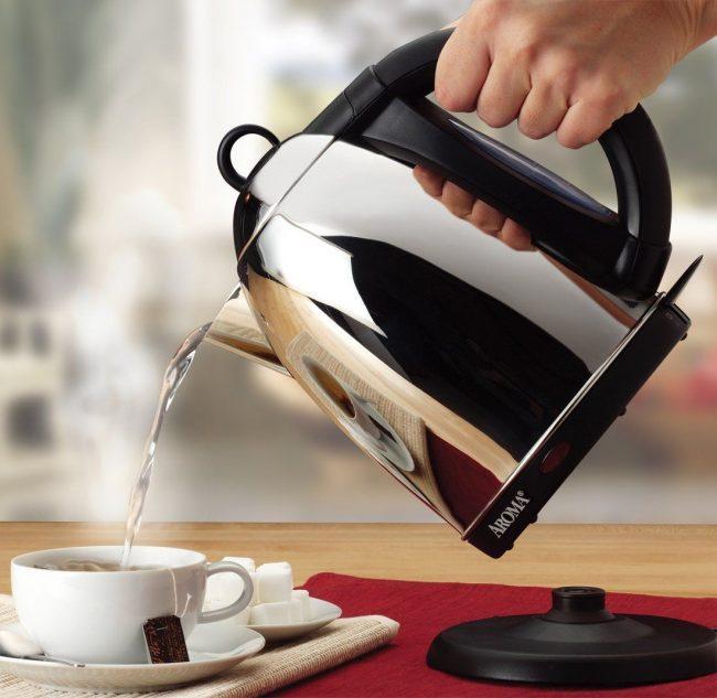 После прочистки содой - чайник снова готов к использованию