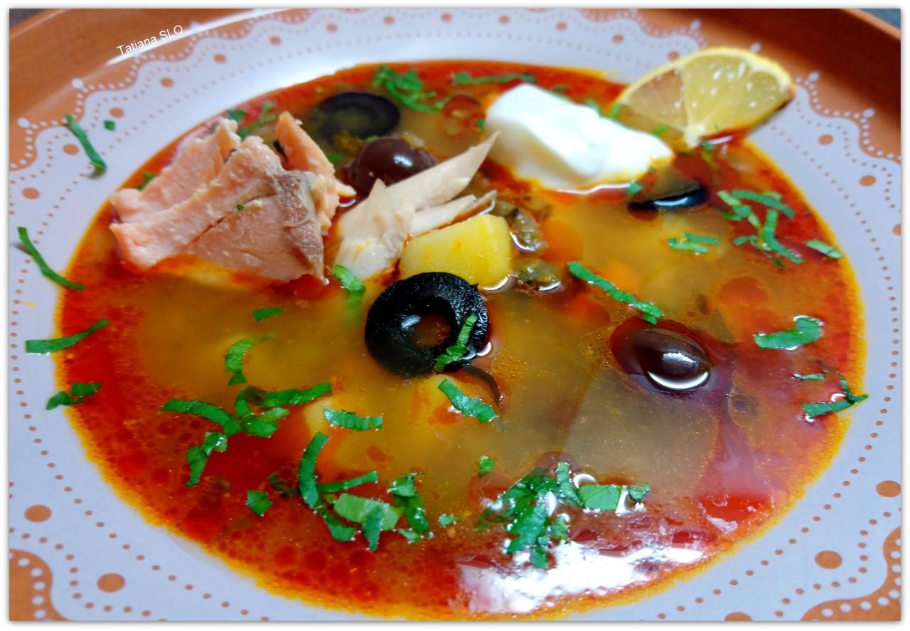 Суп с курицей и рыбой, почти солянка