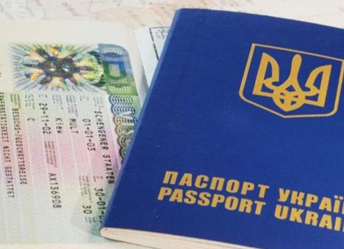 Эксперт рассказал о выгоде России при вводе визового режима Украиной