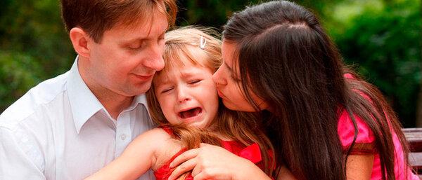 Почему ребенок плохо ведет себя рядом с мамой
