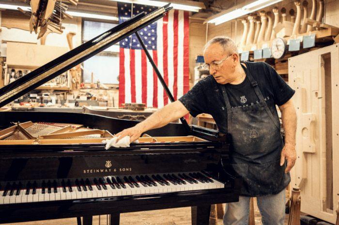 Экскурсия в мастерскую для изготовления пианино Steinway