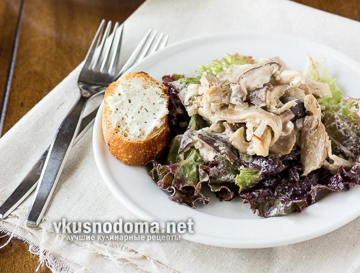 Теплый грибной салат с козьим сыром