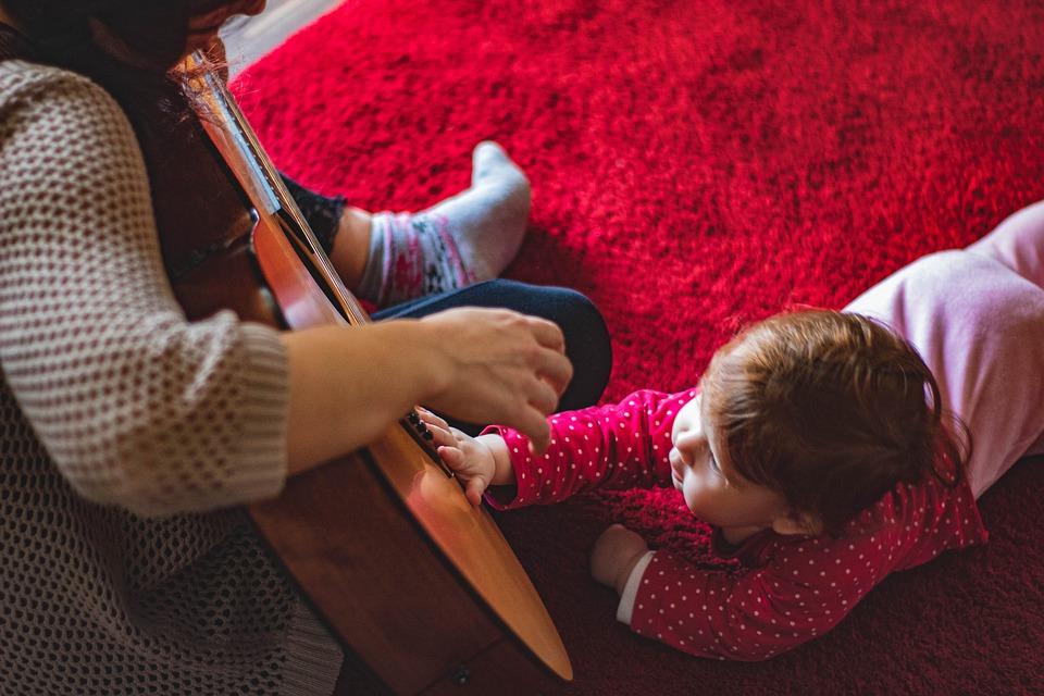 Ребенок, Начинающий Ходить, Гитара, Мама, Красный