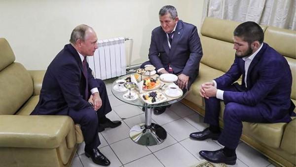 Путин встретился с Нурмагомедовым