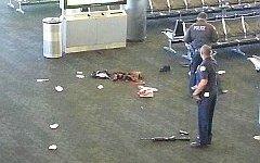Стрелку из аэропорта в Лос-Анджелесе предъявили обвинение в убийстве