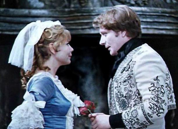 «Моя первая влюбленность»: Нина Корниенко рассказала о тайном романе и последнем спектакле Андрея Миронова