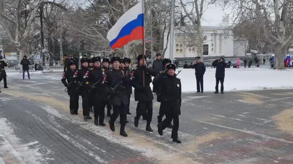«Мы — великий народ, и мы победим»: в Крыму отмечают День защитника Отечества