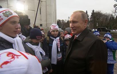 Участники Общероссийской елки спросили Путина об оппозиции