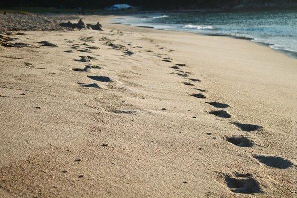 Следы на песке. Притча