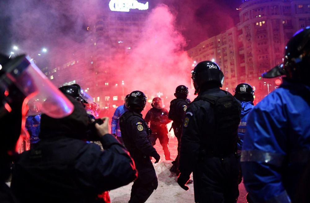В Румынии Майдан: Протестующ…