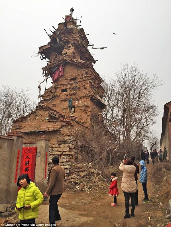 В Китае душевнобольной мужчина построил 7-этажную башню