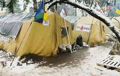 Сторонники Саакашвили укрепляют палаточный лагерь около Рады